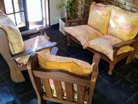 Vendo urgente juego de sillones de madera muy buen estado