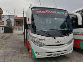 Buseta full equipo Chevrolet nkr capacidad 19 pasajeros