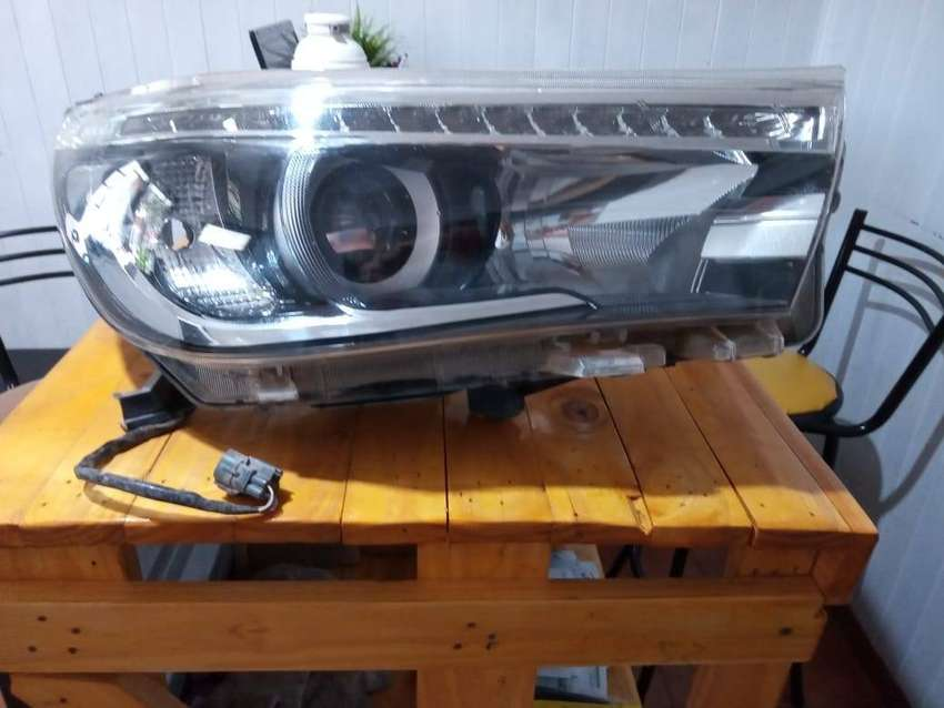 Optica Der Toyota Hilux 16-19 Con Lupa Y Led