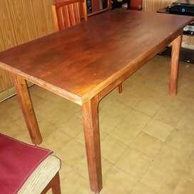 Mesa de pino barnizada