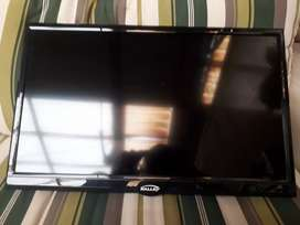"TV 24"" 60cm Kalley LED24HDK (pantalla rota)."