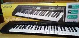 PIANO CASIO CTK 245. 49 TECLAS 100 TONOS EXCELENTE ESTADO POCO USO