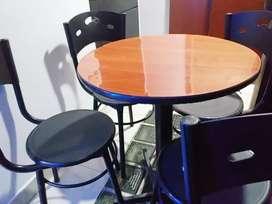 Oferta juego 4 sillas con mesa para bar/restaurante/cafeteria. Precio negociable!!!