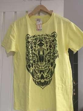 Se venden camisetas para hombre nuevas