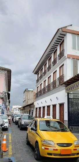 Frente al Edificio de la CAMARA DE COMERCIO DE COTOPAXI, Arriendo edificio 3 plantas u oficinas 130 metro cuadrados