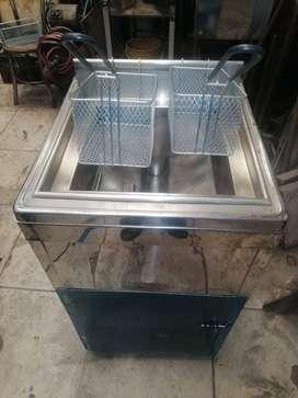 Freidora industrial en acero con termostato.
