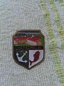 Antiguo pin distintivo Chapadmalal playa Buenos Aires . Recuerdo turístico 1980