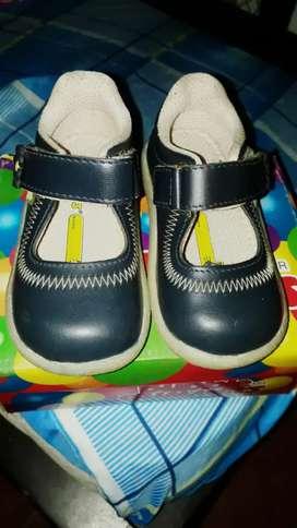Venta de zapatos colegiales para niña
