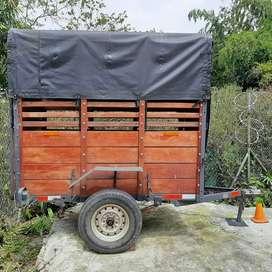 Trailer 1 ton o un caballo cómodo. Único dueño. 1 año de uso