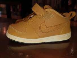 Zapatilla Nike Original y ropa de niña