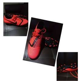 Guayos Nike Phantom, talla 38/39