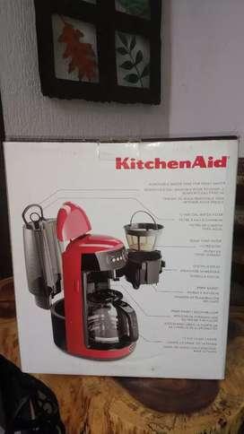 Vendo o permuto Cafetera USA Digital 14 Tazas. Kitchenaid ,Se permuta por  Sandwchera de la misma marca o equivalente.