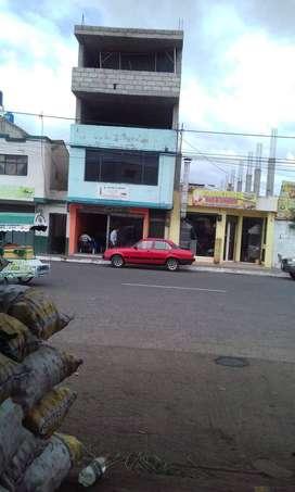 Casa en Venta en el Cantón Salcedo, plaza Eloy Alfaro.