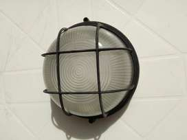 Lámpara tortuga de pared con rejilla color negro