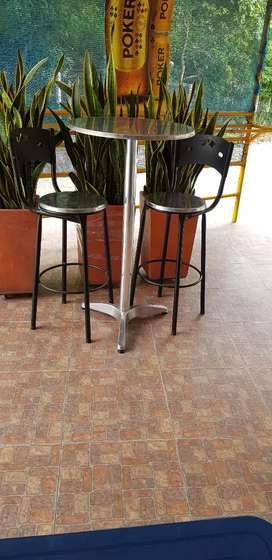 Vendo mesa alta con 2 sillas