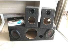 Vendo parlantes Sony para carro de 200 watts, usados. Incluyo cajón para parlantes y bajo