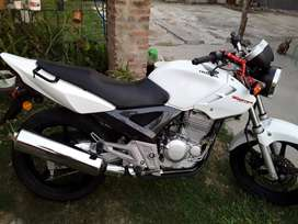 Vendo twister 250cc impecable unica recibo menor valor y efectivo