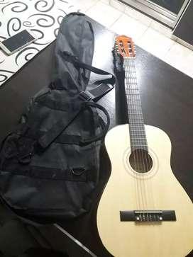 Guitarra criolla mini Valencia Modelo C-7 con funda