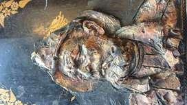 Talla Antigua en Asfalto Hombre con Pipa