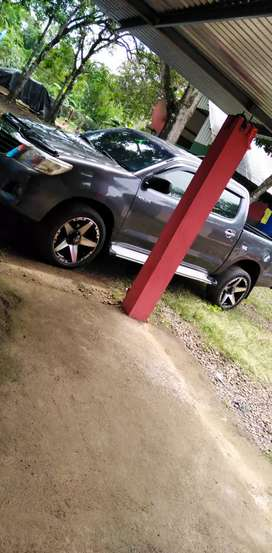 Vendo hilux 2010 negosiable