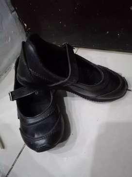 Vendo zapatos colegiales de niña