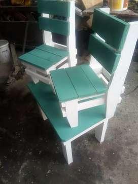Juego de mesa y sillitas p niños