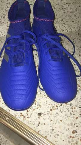 Guayos adidas predator cleats