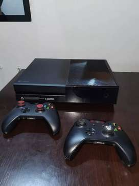 Vendo Xbox one con dos controles