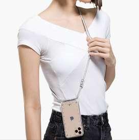 Estuche con cadena para iPhone 11 Pro Max marca Swarovski