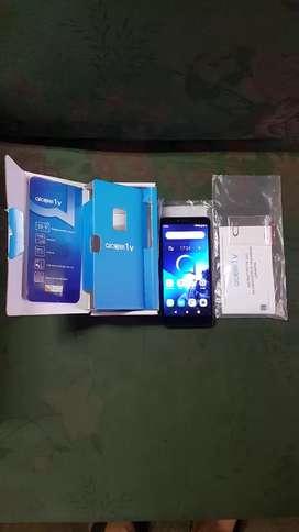 Alcatel one touch v1 2gb de RAM (trincado)mes de uso