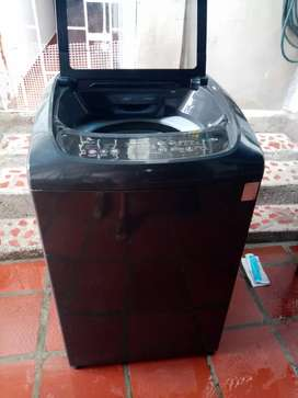 Hermosa lavadora digital wirpool
