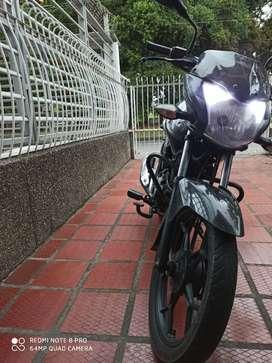 Vendo moto funcionando no ha Sido trabajada
