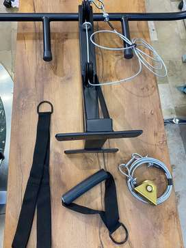 Barra multifuncion con polea alta, baja y soporte para saco de box
