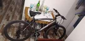Hermosa bicicleta cambios shimano