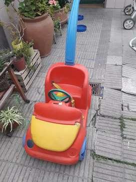 Auto de paseo rojo con manija