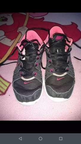 Vendo o cambio sandalias zapas y ropa