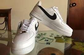 Zapatillas Nike Air Force One completamente nuevas