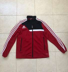 Campera Adidas talle XS .Impecable. Excelente calidad.