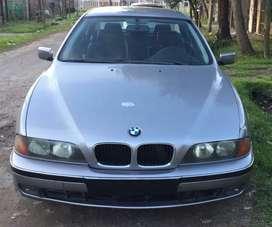 Vendo BMW 528I con Facilidades