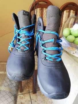 Zapatillas Hikers de cuero marca MERRRELL ORIGINALES con membrana resistente al agua perfectas para hiking y outdoor