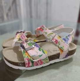 Lindas sandalias americanas talla 27 nuevas