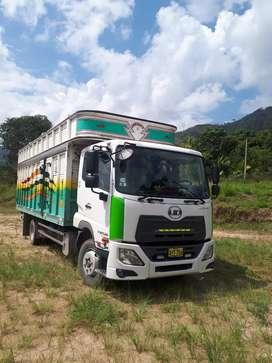Camión UD croner