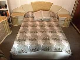 Liquidacion! || Juego de dormitorio de madera laqueada usado