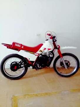 Vendo moto dt125 mela