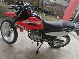 Vendo moto honda como nueva una sola mano