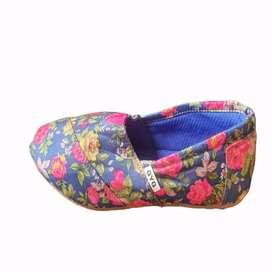 Zapatillas Floreadas azules Gyg con envio gratuito
