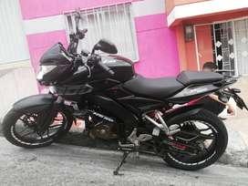 NS 200 modelo 2015 negra
