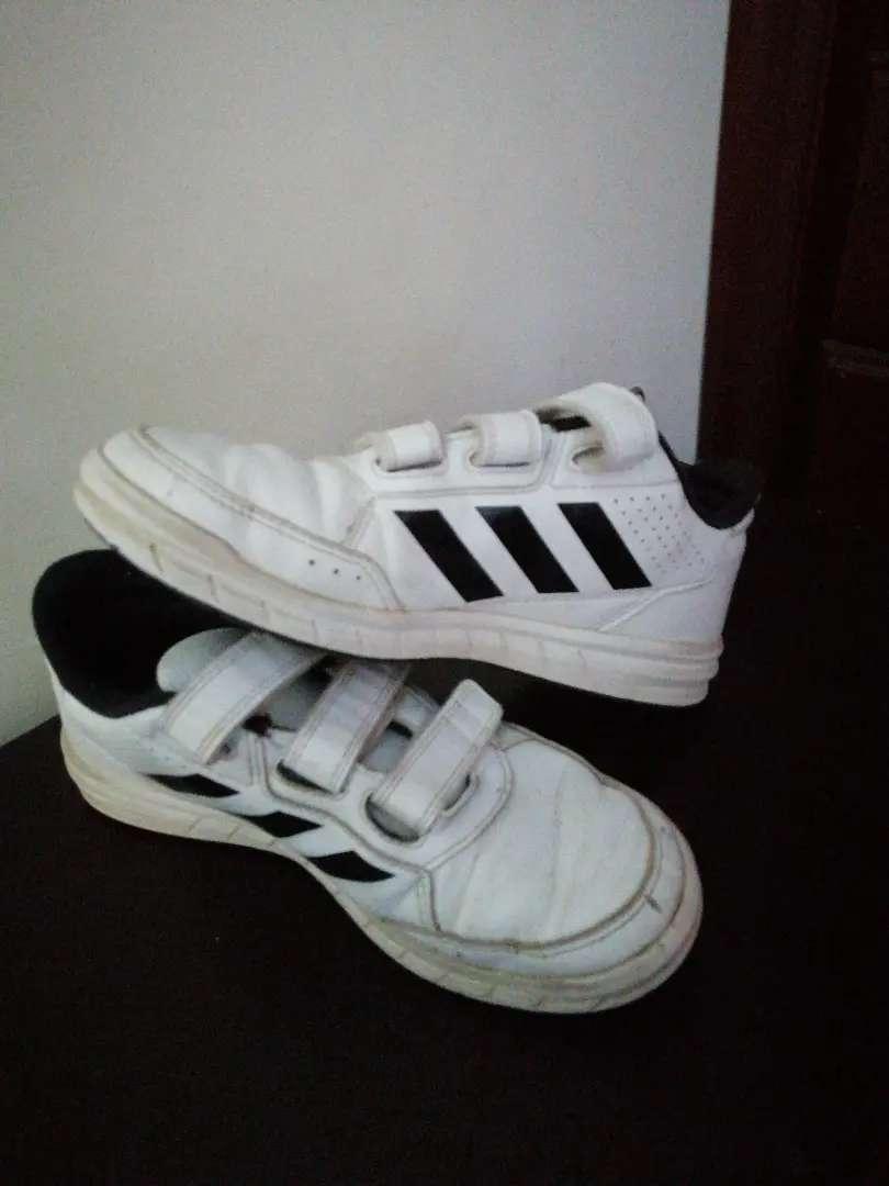 Zapatos Adidas para niño talla 35