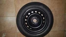 Rueda de auxilio  de chapa 16 con neumáticos semi nuevo Peugeot citroen