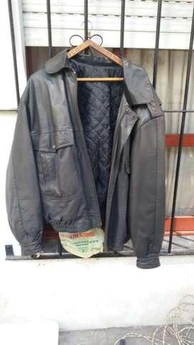 Campera de cuero y saco de lana